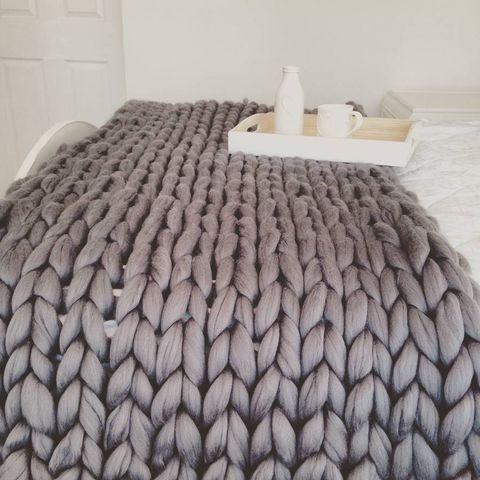 Floor, Room, Flooring, Wall, Linens, Grey, Bedding, Bed, Beige, Bed sheet,