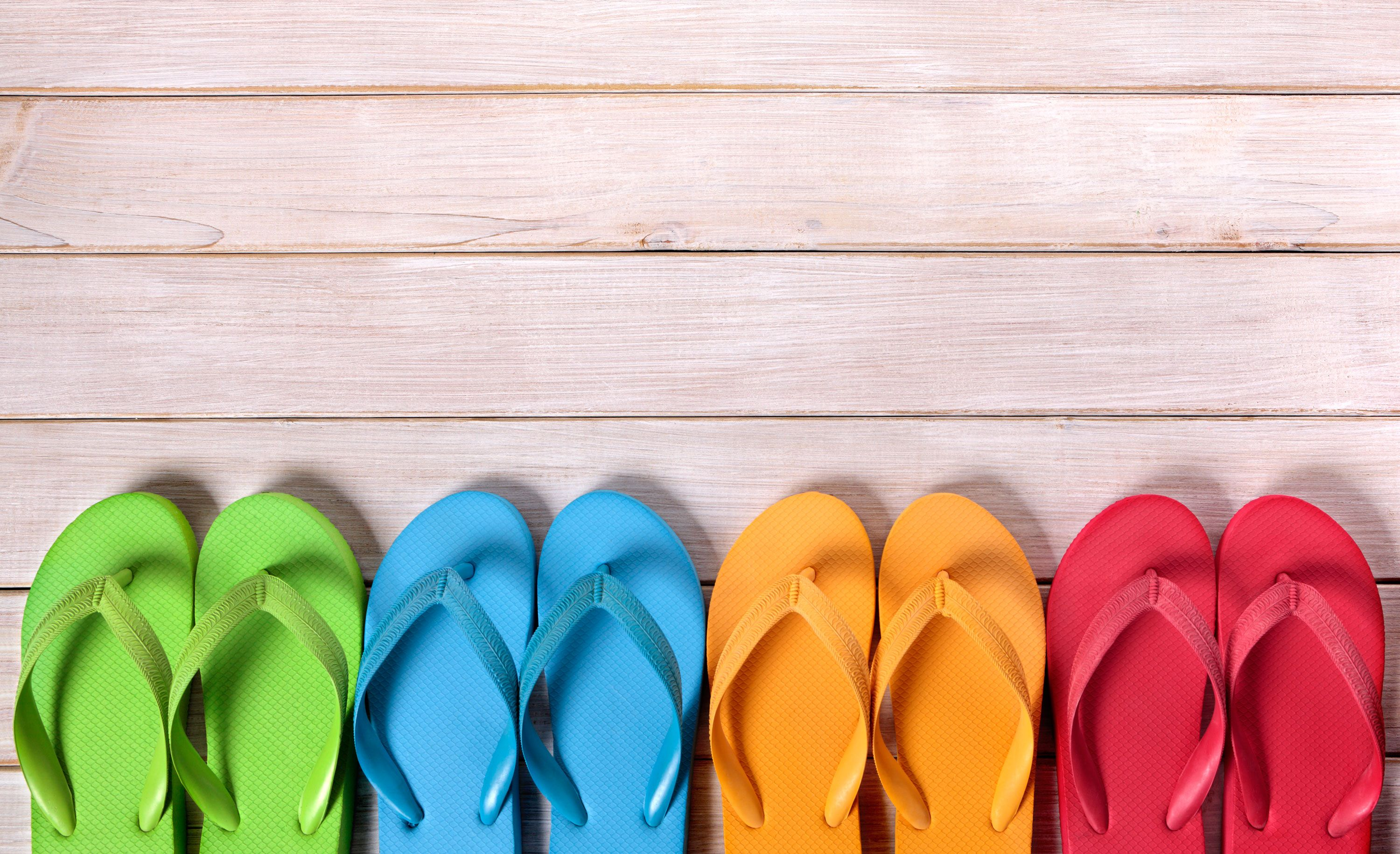 c7b4d81d8 After THAT dress the internet is asking  what colour are these flip flops