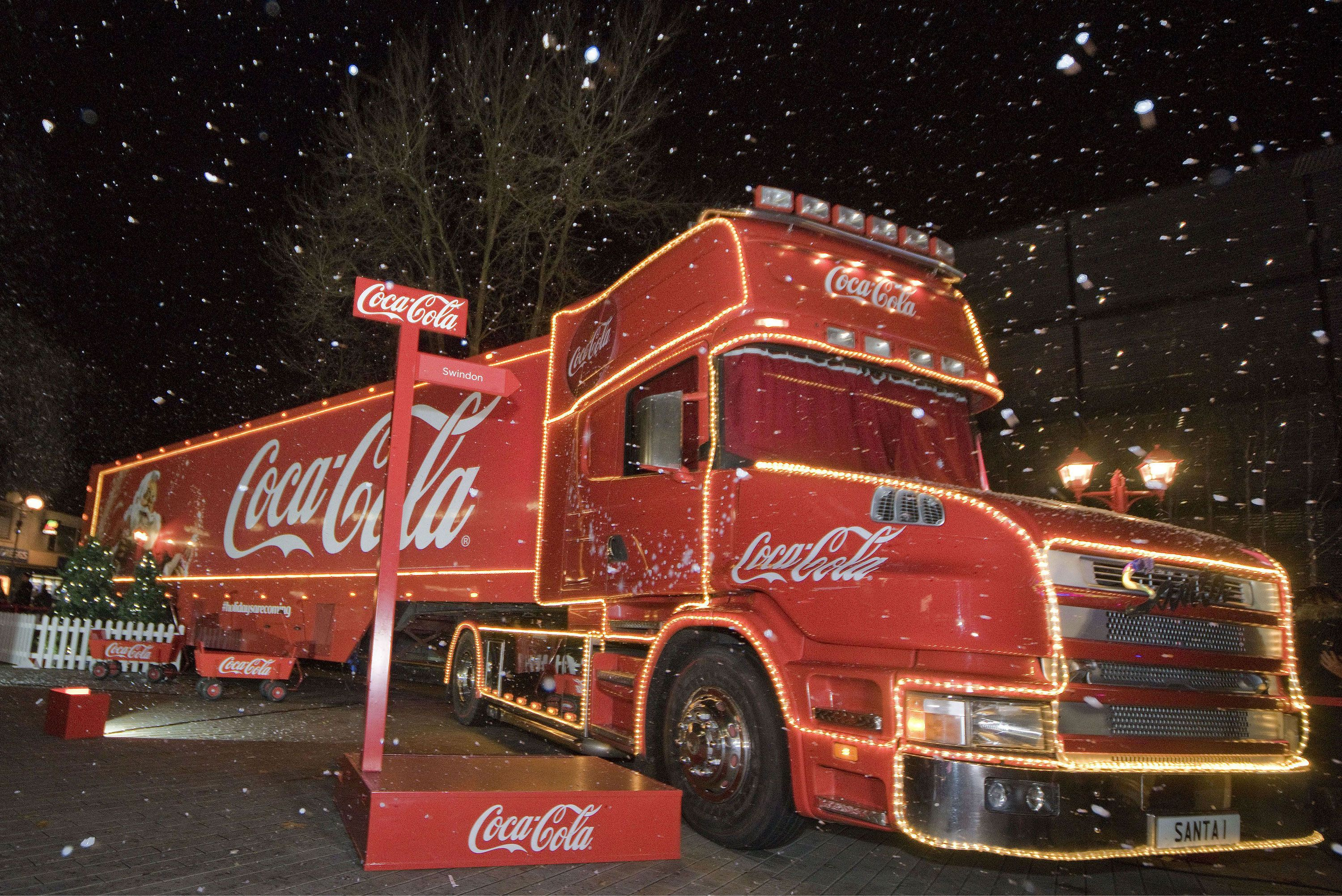 Coca Cola Christmas.People Noticed Something Very Different About The Coca Cola