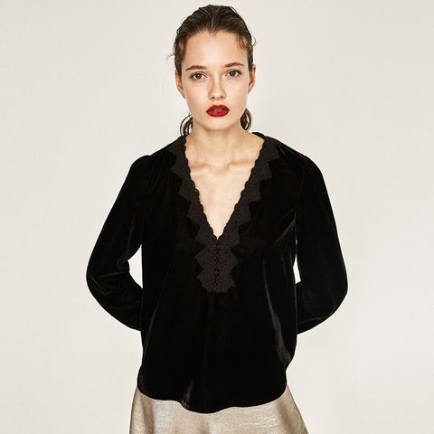 Ear, Lip, Sleeve, Human body, Shoulder, Joint, Collar, Style, Eyelash, Fashion model,