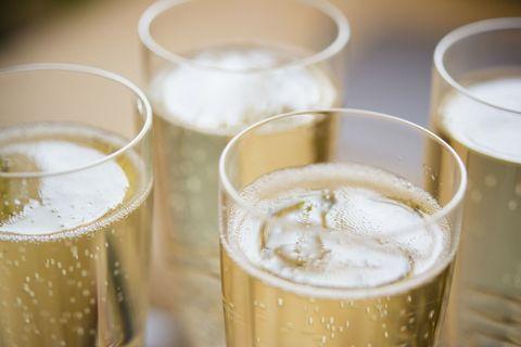 Spoon in champagne keeps it fizzy