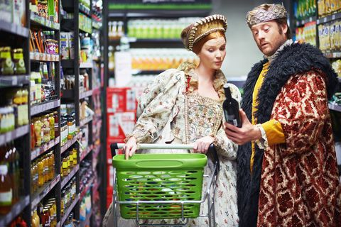 King and queen in supermarket