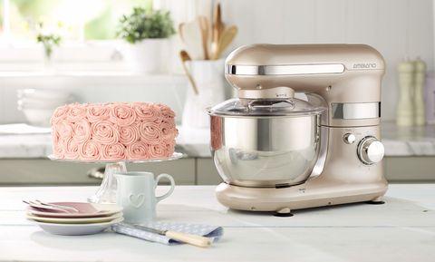 Standing cake mixer