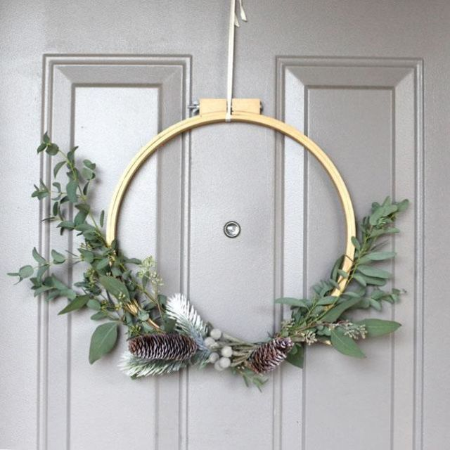 embroidery hoop Christmas wreath & How To Make A Christmas Wreath \u2013 Embroidery Hoop Wreath