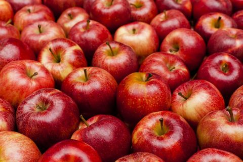 """<p>Apples are rich in fructose, the predominant sugar found in fruit. Fructose is the body's preferred source of energy, and apples –<span class=""""redactor-invisible-space"""">&nbsp;</span>or indeed any fruit high in fructose –<span class=""""redactor-invisible-space"""">&nbsp;</span>will provide a steady supply of energy to your brain and body for longer. Apples can also help to curb any hunger, or sweet cravings you might experience through the day.</p>"""