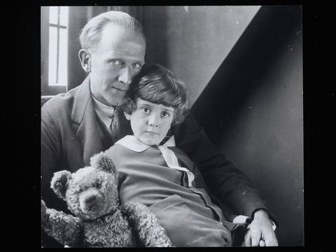 AA Milne and Christopher Robin  Milne Winnie-the-pooh inspiration
