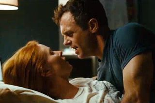 Miranda and Steve fight in bed in a scene from SATC