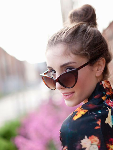 Eyewear, Glasses, Ear, Vision care, Hairstyle, Sunglasses, Goggles, Style, Fashion accessory, Earrings,