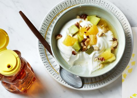 <strong>Yogurt with fruit and hazelnuts. </strong>