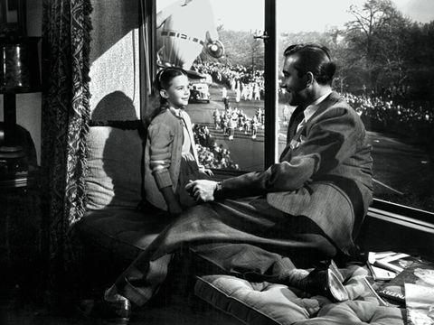 Sitting, Monochrome, Comfort, Conversation, Monochrome photography, Black-and-white, Lamp, Lap,