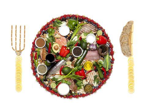 Dishware, Cutlery, Cut flowers, Fork, Kitchen utensil, Bouquet, Flower Arranging, Garnish, Circle, Floral design,