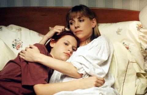 Ear, Eye, Comfort, Hand, Child, Linens, Eyelash, Baby, Bedding, Blanket,
