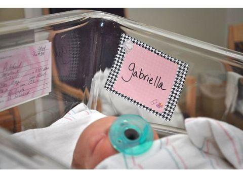 Kobieta umiera podczas porodu. Słowa, które wtedy szepcze jej mąż, przyczyniają się do cudu