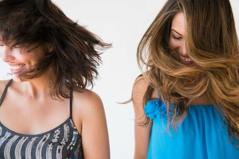 Clothing, Hairstyle, Shoulder, Step cutting, Neck, Eyelash, Surfer hair, Brown hair, Teal, Aqua,