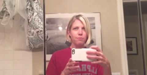 Lipsyncing mom