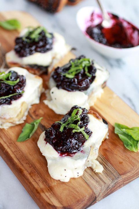 Rbk-Blueberry-Basil-Balsamic-Mozzarella-Crisps