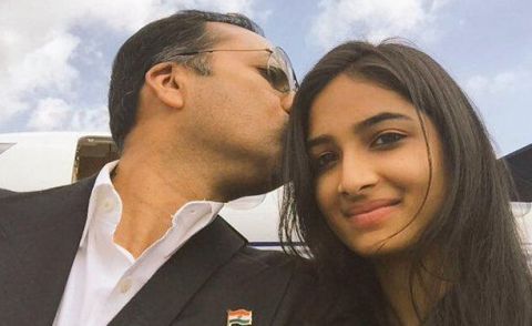Indian Men Are Tweeing #SelfieWithDaughter Pictures For An Amazing Cause