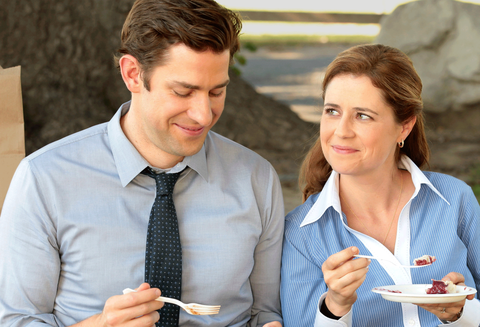 Dress shirt, Collar, Shirt, Sharing, Mobile phone, Tie, Eating, Conversation, Brown hair, Plate,