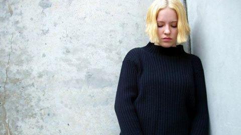 Sleeve, Shoulder, Sweater, Photograph, Street fashion, Woolen, Knitting, Wool, Blond, Long hair,