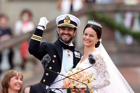 Cap, Happy, Facial expression, Formal wear, Bridal clothing, Tradition, Interaction, Headgear, Headpiece, Tiara,