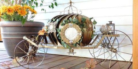 Bicycle wheel rim, Flowerpot, Rim, Spoke, Bicycle accessory, Annual plant, Bicycle, Flower Arranging, sunflower, Houseplant,