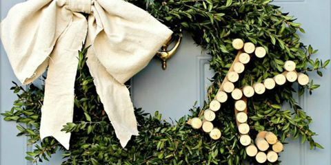 Costume accessory, Door, Christmas decoration, Floral design, Flower Arranging, Floristry, Cut flowers, Natural material, Conifer, Rose,