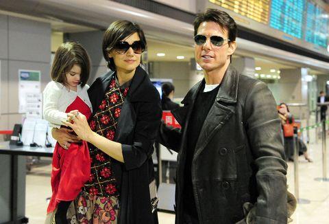 Eyewear, Vision care, Coat, Trousers, Jacket, Sunglasses, Outerwear, Style, Bag, Street fashion,