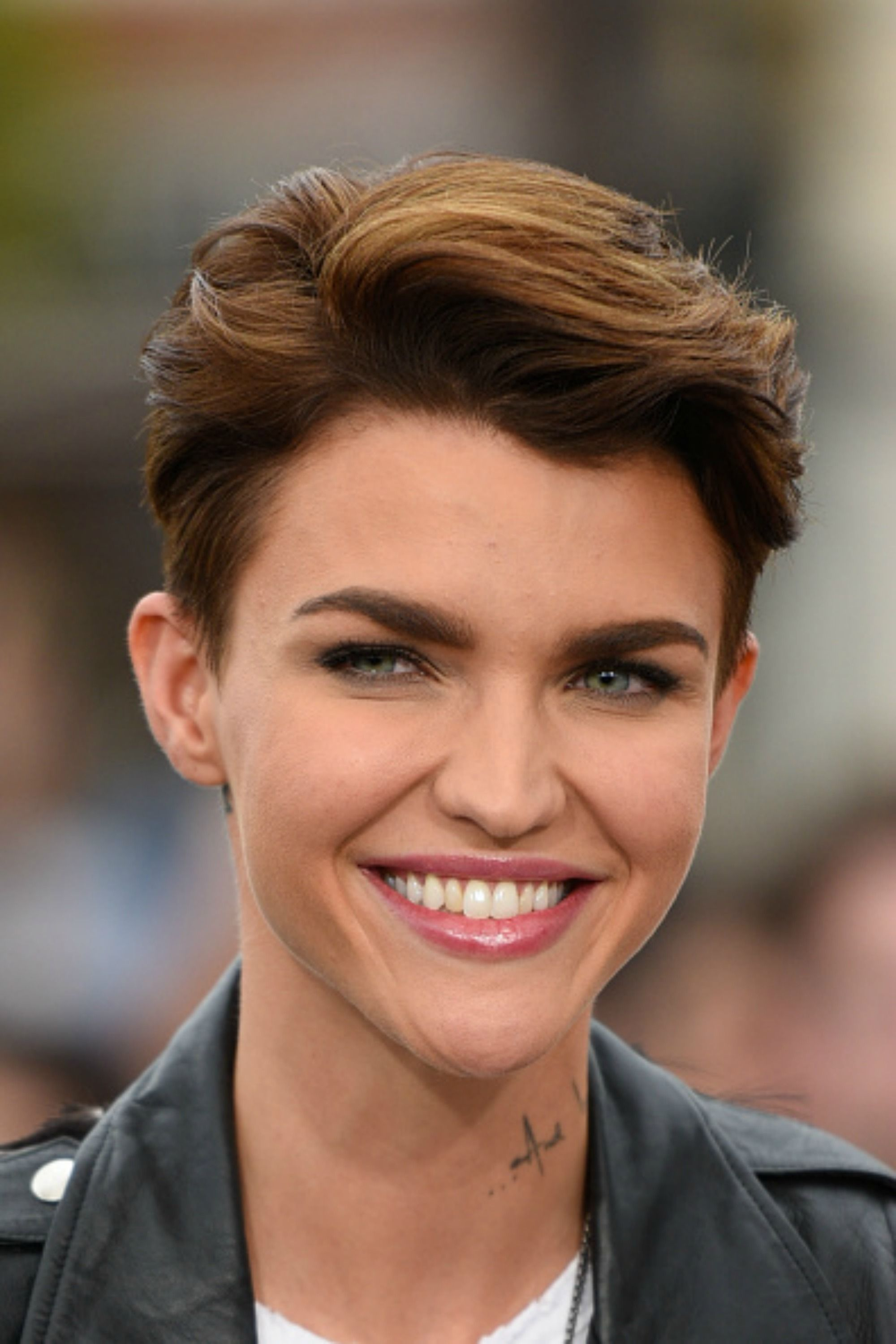 30 Short Hairstyles for Thick Hair 2017 , Women\u0027s Haircuts