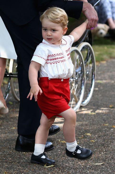 Footwear, Leg, Shoe, Human leg, Child, Baby & toddler clothing, Toddler, Knee, Calf, Sock,