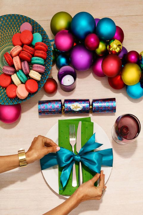 Shiny & bold - Holiday Table Setting Ideas