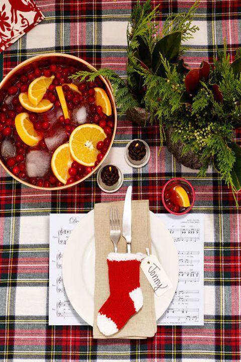 Traditional & cozy - Holiday Table Setting Ideas