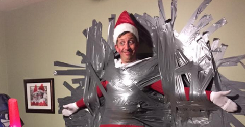 Dad Becomes Elf On The Shelf And Snaps The Most Priceless Pictures Of All Time
