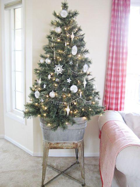 Interior design, Room, Textile, Christmas tree, Christmas decoration, Interior design, Home, Fixture, Holiday, Christmas ornament,