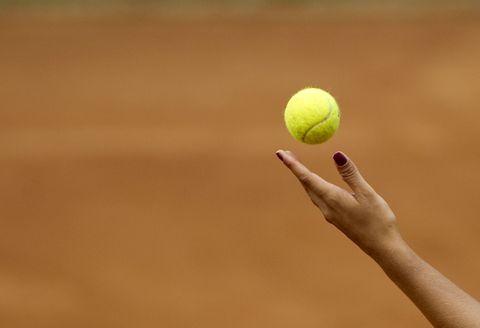 Throw tennis ball