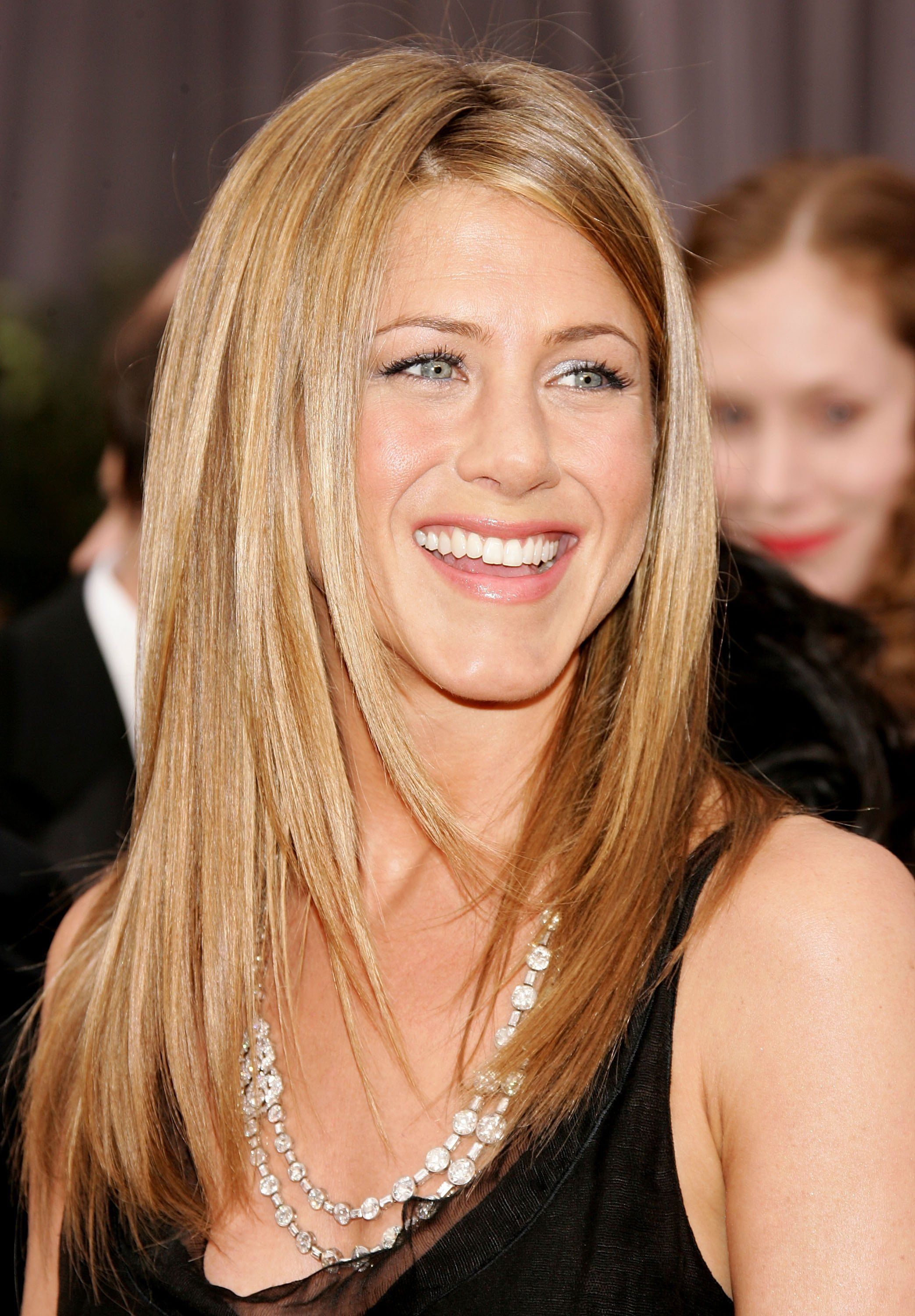 Jennifer Anistons Best Hairstyles Jennifer Anistons Hair Through
