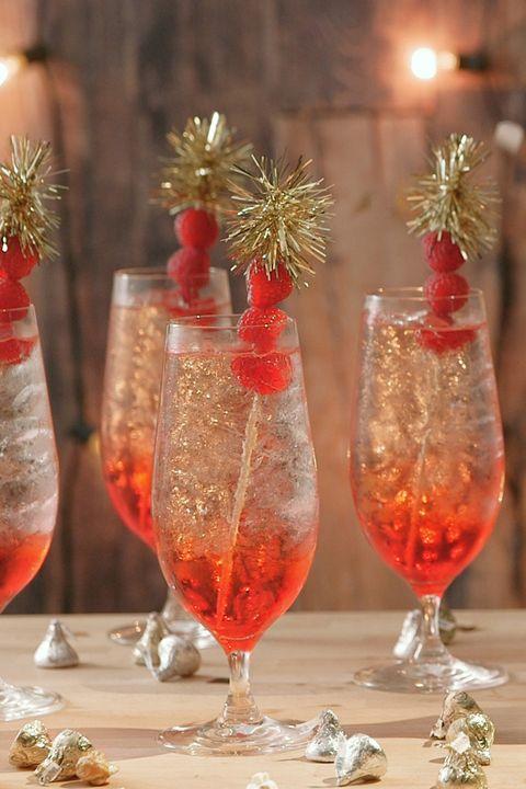 Glass, Drinkware, Barware, Stemware, Alcoholic beverage, Tableware, Liquid, Drink, Interior design, Christmas,