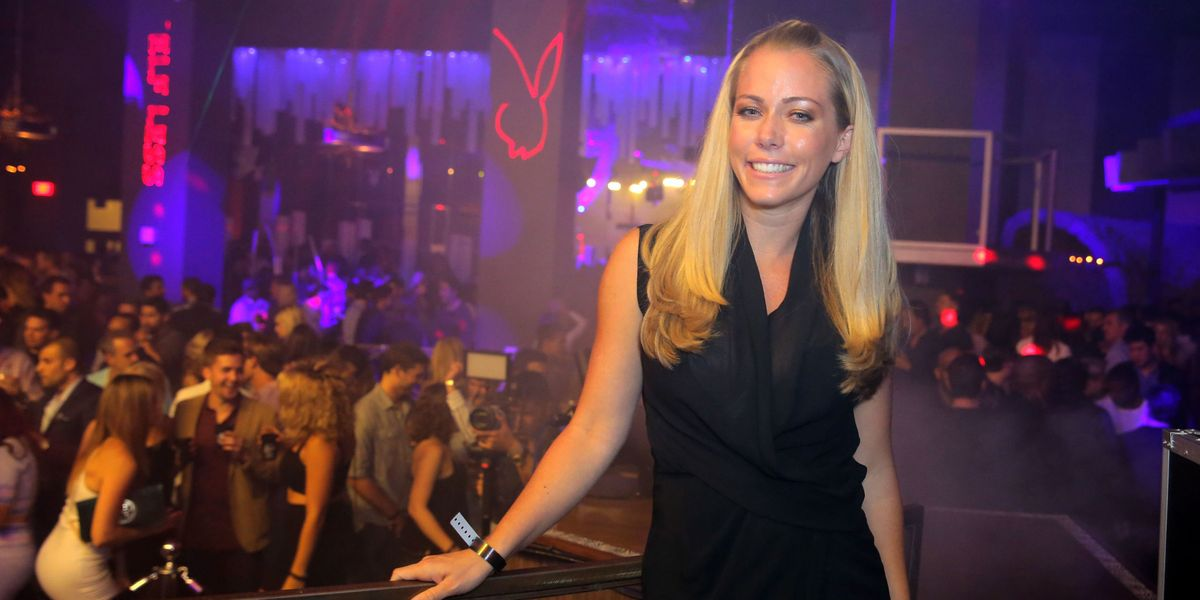 Kendra Wilkinson Not Afraid To Show 6-Year-Old Son Nude -7112