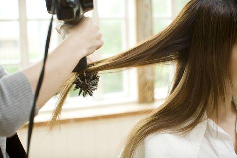 Hairstyle, Interior design, Single-lens reflex camera, Lens, Digital camera, Photographer, Sweater, Long hair, Camera lens, Camera,