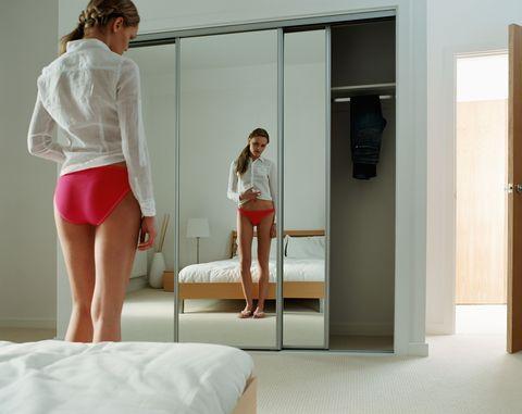 Shoulder, Human leg, Door, Fixture, Waist, Fashion, Thigh, Knee, Home door, Trunk,