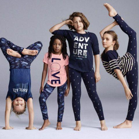 Arm, Leg, Fun, Sleeve, Social group, Barefoot, Waist, Fashion, Denim, Thigh,