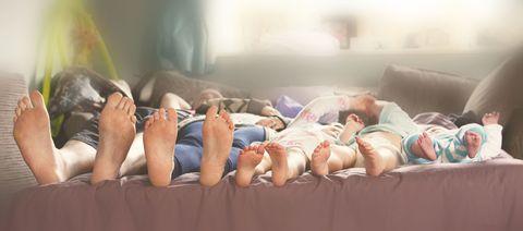 Human leg, Toe, Comfort, Barefoot, Foot, Knee, Ankle, Nail, Flesh, Sole,