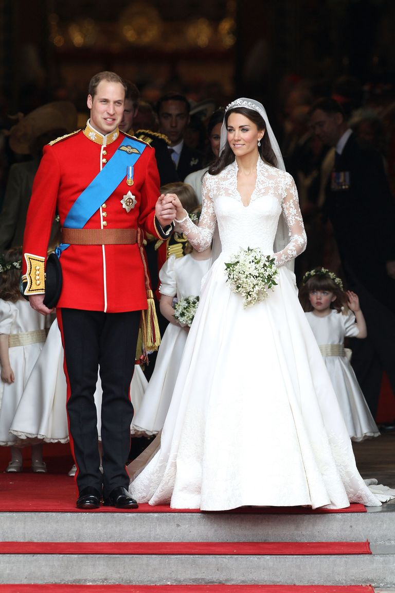 Kate middleton 39 s 22 most controversial outfits for Wedding dress kate middleton style