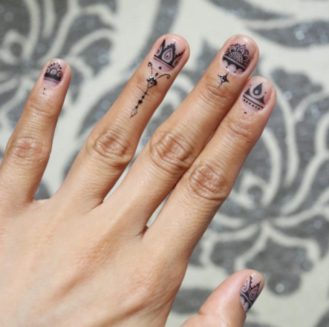 henna fall nail art design - 34 Fall Nail Designs For 2017 - Cute Autumn Manicure Ideas