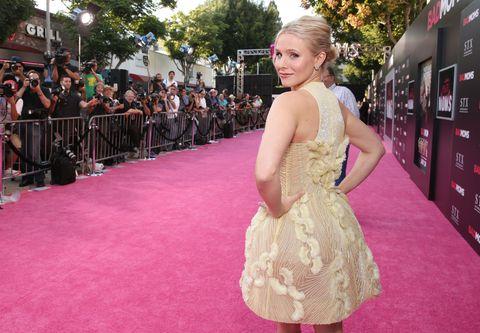 Flooring, Carpet, Pink, Premiere, Dress, Magenta, Public event, Blond, Day dress, Red carpet,