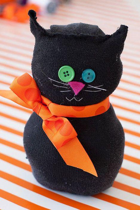 b0c96b673 32 Easy Halloween Crafts for Kids - Best Family Halloween Craft Ideas