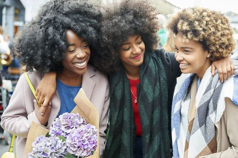 Smile, Hairstyle, Jheri curl, Style, Afro, Black hair, Fashion, Jewellery, Street fashion, Necklace,