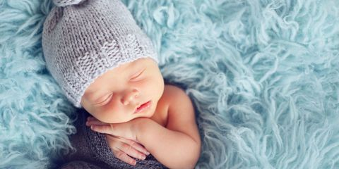 Human, Textile, Comfort, Baby & toddler clothing, Child, Wool, Costume accessory, Headgear, Knit cap, Beanie,