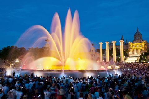 Crowd, Fountain, People, Water feature, Landmark, Audience, Night, World, Public event, Tourist attraction,