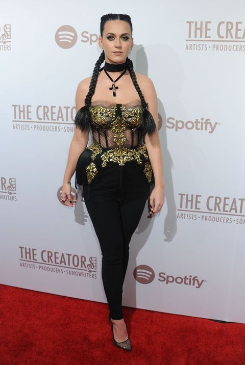 <p>The hallmarks of darker, 2016 Katy Perry: goth-baroque styling and corsetry. Lots of corsetry. </p>