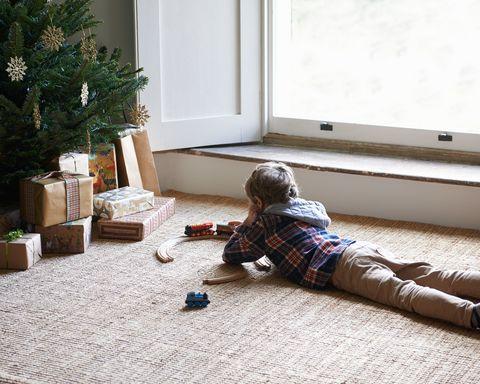 Flooring, Floor, Comfort, Christmas decoration, Home, Daylighting, Wood flooring, Carpet, Conifer, Holiday,